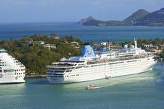 Kryssningskepp i Saint Lucia som är karibisk Royaltyfria Bilder