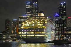 Kryssningskepp i Sydney port, Australien Fotografering för Bildbyråer