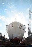 Kryssningskepp i torr skeppsdocka Fotografering för Bildbyråer