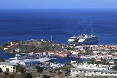 Kryssningskepp i Trinidad som är karibisk Arkivfoton