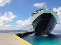 Kryssningskepp Nieuw Amsterdam i storslagen turk Fotografering för Bildbyråer