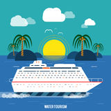 Kryssningskepp och blått vatten för frikänd Vattenturism Royaltyfria Foton