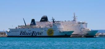 Kryssningskepp och färja Royaltyfri Foto