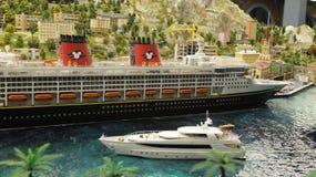 Kryssningskepp och yacht Arkivbilder