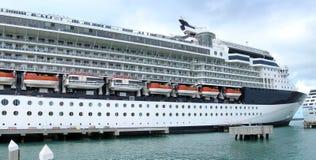 Kryssningskepp på Bahamas Royaltyfri Bild