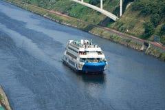Kryssningskepp på Gyeongin Ara Waterway arkivfoton