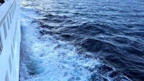 Kryssningskepp på havet lager videofilmer