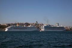 Kryssningskepp på Istanbul Arkivfoto