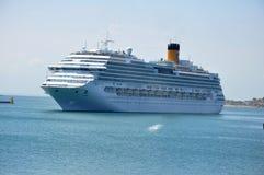 Kryssningskepp på kust av Brasilien Royaltyfria Foton