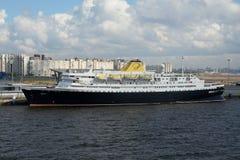 Kryssningskepp Portuscale Azores i St Petersburg Arkivbilder