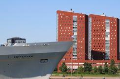 Kryssningskepp Rotterdam i den Rotterdam staden, Holland Arkivfoton