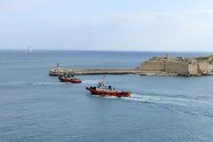 Kryssningskepp som skriver in porten av La Valletta på Malta Royaltyfri Bild