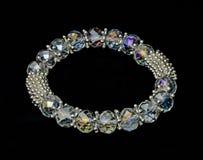 Krystaliczna bransoletka na czarnym tle Zdjęcia Royalty Free