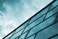 Krystaliczna fasada drapacz chmur mieszkanie budynku biura w interesach miejsca pracy Diagonalny skład Fotografia Royalty Free