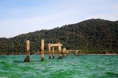 Krystaliczna morza i ruiny mosta poczta, Lipe Zdjęcia Royalty Free