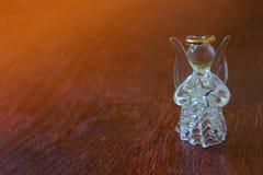 Krystaliczny anioł na drewnianym stole dekoracja nowego roku Christma Obrazy Royalty Free