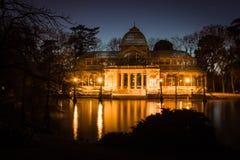 Krystaliczny pałac anioł spadnie Madryt park retiro posąg Hiszpanii Zdjęcia Royalty Free