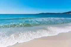 Kryształ - jasna woda w Maria Pia plaży obraz stock