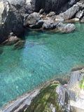 Kryształ - jasny Błękitny Nawadnia Pod Manarola Zdjęcie Royalty Free