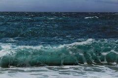 - kryształ jasny i dziki nawadnia w Praia da Foz, Sesimbra, Portugalia obraz royalty free