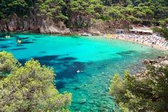 Kryształ nawadnia blisko do pięknej plaży Aiguablava w Begur wiosce, morze śródziemnomorskie, Catalonia, Hiszpania Obraz Royalty Free