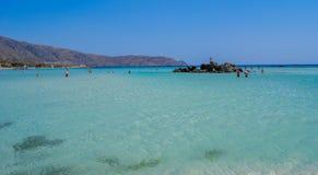 Kryształ woda przy elafonisi plażą, Crete, Grecja Obrazy Stock