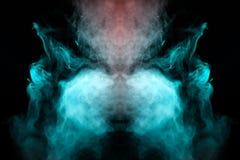 Kryształu wzór używać światło barwioni światła błękitny kolor i kłębić się dym, wyparowywać widmowy w fotografii na czerni obraz stock