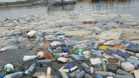 kryzysu ekologiczny ?rodowiskowy fotografii zanieczyszczenie Klingeryt butelkuje, torby, grat w rzece, jezioro Banialuki i zaniec zdjęcie wideo
