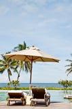 krzesła basenu sunbath dopłynięcie fotografia stock