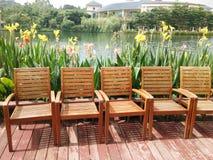 Krzesła blisko jeziora Obrazy Stock