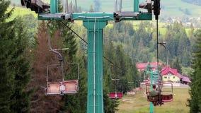 Krzesła dźwignięcie w Karpackich górach, Ukraina zbiory