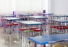 Krzesła i stoły w tanim barze Zdjęcia Royalty Free