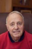 krzesła mężczyzna seniora obsiadanie Zdjęcia Stock