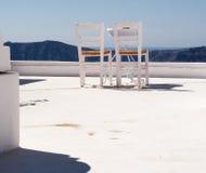 Krzesła na wierzchołku dom obrazy stock
