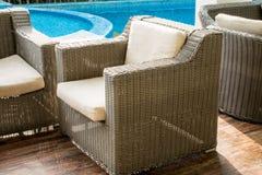 krzesła pobliski basenu dopłynięcie Zdjęcia Royalty Free