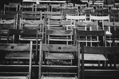 Krzesła Pod deszczem Umieszczającym na festiwalu jazzowym fotografia royalty free