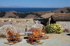 krzesła stać na czele jezioro Fotografia Stock