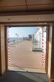 krzesła target736_0_ stołowego oceanu widok Obraz Royalty Free