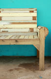 krzesła zieleni ściany drewno Obrazy Royalty Free
