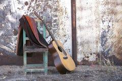 krzesło akustyczny gitary oprzeć Obraz Royalty Free