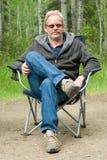 krzesło campingowy mężczyzna campingowy Zdjęcie Royalty Free