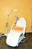 Krzesło dla zdrój procedur przy nowożytnym hotelem fotografia royalty free