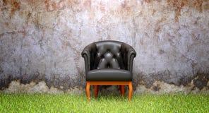 Krzesło i stara rozdrabnianie ściana Obraz Royalty Free