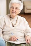 krzesło kobieta domowa relaksująca starsza Fotografia Royalty Free