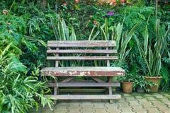 Krzesło w ogródzie fotografia royalty free