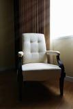 Krzesło w pokoju z światłem zdjęcia royalty free