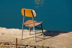 krzesło brzegu rzeki Zdjęcia Royalty Free