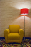 Krzesło i lampa Zdjęcia Royalty Free