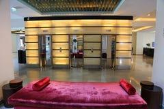 krzesło lobby hotelu tabela kanap whit Obrazy Stock