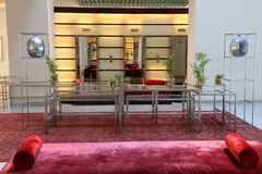 krzesło lobby hotelu tabela kanap whit Fotografia Royalty Free